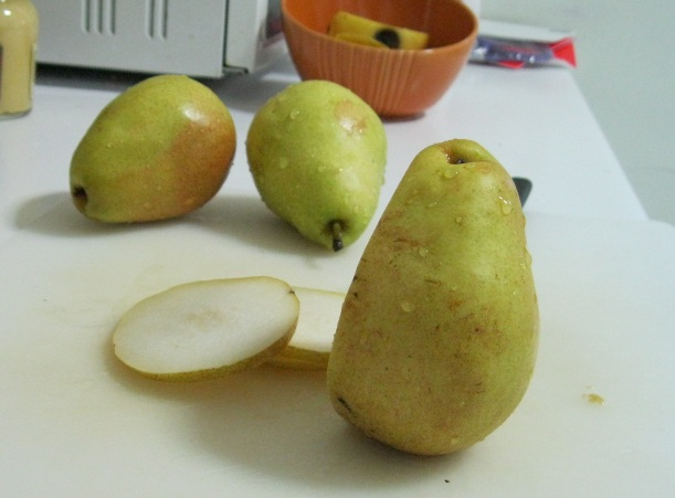 Slicing pears